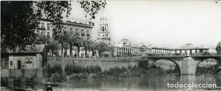 MURCIA. VISTA PARCIAL DEL RÍO SEGURA. POSTAL SUPERPANORÁMICA. FOTOGRÁFICA. TAMAÑO APROX. 9X23 CM (Postales - España - Murcia Antigua (hasta 1.939))