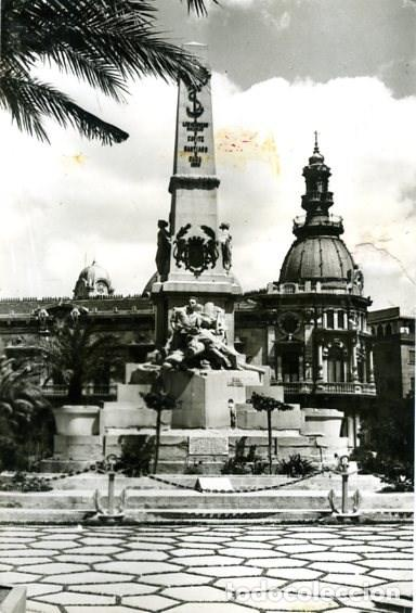CARTAGENA (MURCIA). MONUMENTO A LOS HÉROES DE CAVITE. EDICIONES DARVI Nº IN-14. FOTOGRÁFICA. (Postales - España - Murcia Moderna (desde 1.940))