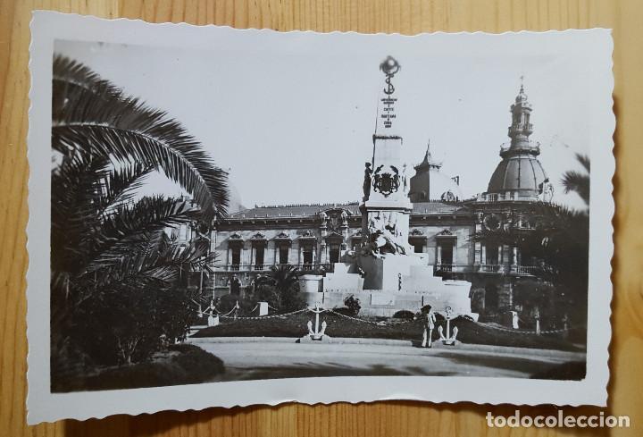 CARTAGENA MONUMENTO A LOS HEROES DE CAVITE Y AYUNTAMIENTO ED. ARRIBAS Nº 16 (Postales - España - Murcia Moderna (desde 1.940))