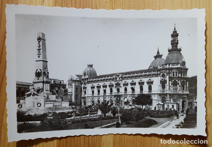 CARTAGENA MONUMENTO A LOS HEROES DE CAVITE Y AYUNTAMIENTO ED. ARRIBAS Nº 31 (Postales - España - Murcia Moderna (desde 1.940))
