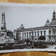 Postales: CARTAGENA MONUMENTO A LOS HEROES DE CAVITE Y AYUNTAMIENTO ED. ARRIBAS Nº 31. Lote 153448550
