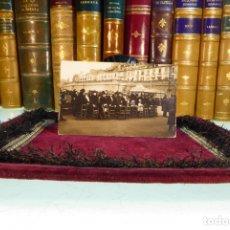 Postales: BONITA FOTO-POSTAL DE CARTAGENA. MUJERES EN LA PLAYA JUNTO A DOS QUIOSCOS. SIGLO XIX.. Lote 167564732