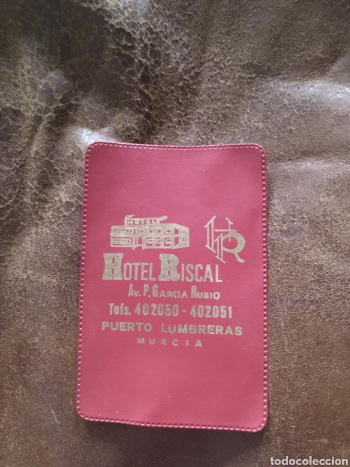 FUNDA PLÁSTICO TARJETA O CARNET PUBLICIDAD HOTEL RISCAL. PUERTO LUMBRERAS MURCIA (Postales - España - Murcia Moderna (desde 1.940))