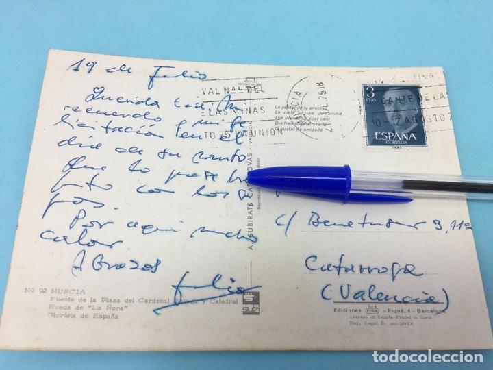Postales: POSTAL DE FUENTE DE LA PLAZA DEL CARDENAL BELLUGA Y CATEDRAL (MURCIA) - CURSADA 1975 - Foto 2 - 170421452