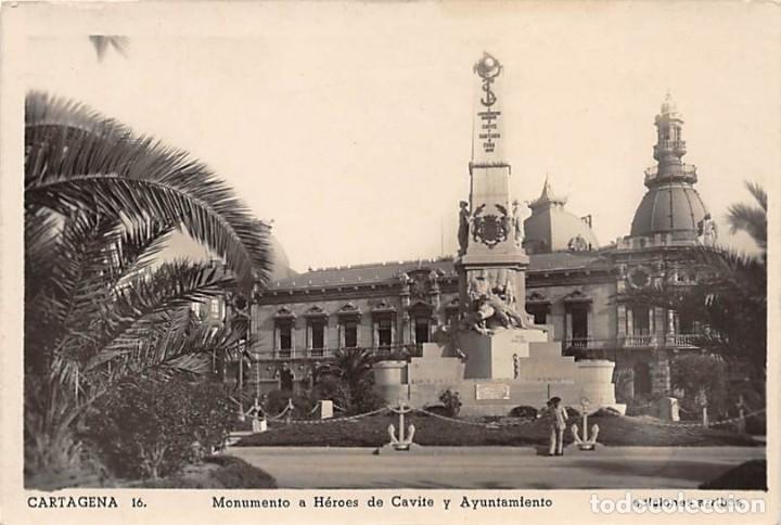 CARTAGENA.- MONUMENTO A HEROES DE CAVITE Y AYUNTAMIENTO (Postales - España - Murcia Moderna (desde 1.940))
