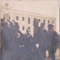 Postales: MURCIA - PREPARANDO UN DESFILE - FOTO VILLAJOS. Lote 197060445
