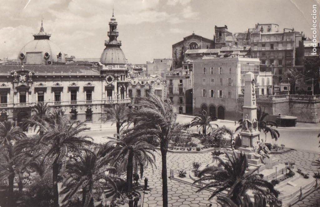 MURCIA CARTAGENA MONUMENTO A LOS HEROES Y AYUNTAMIENTO . ED. GARRABELLA Nº 15. CIRCULADA (Postales - España - Murcia Antigua (hasta 1.939))