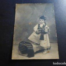 Postales: MURCIA NIÑO VESTIDO CON TRAJE HUERTANO FOTOGRAFIA 8 X 11 CMTS. Lote 235877635
