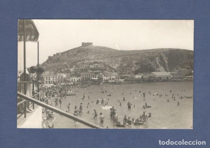 POSTAL: AGUILAS (MURCIA): PLAYA DE PONIENTE Y CASTILLO - FOTO MATRÁN, CASA HITA - SIN CIRCULAR (Postales - España - Murcia Moderna (desde 1.940))