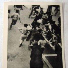 Cartes Postales: POSTAL DE PAMPLONA ENCIERRO DE TOROS EN LOS SANFERMINES. Lote 7949107