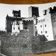 Postales: ANTIGUA FOTO POSTAL DE EL CASTILLO DE JAVIER (NAVARRA) . VISTA GENERAL CON LOS FOSOS - SICILIA - CIR. Lote 2184593