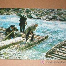 Postales: BURGUI NAVARRA ALMADIEROS UNIENDO LOS TRAMOS DE UNA ALMADIA 1972. Lote 24928223