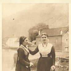 Postales: OCHAGAVIA. MUCHACHAS SALACENCAS EN TRAJE DE GALA. HACIA 1920.. Lote 15958256