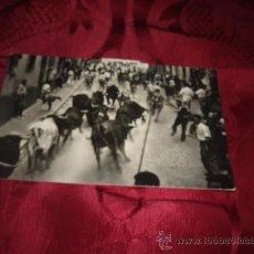Postales: PAMPLONA ENCIERRO DE LOS TOROS,EDICIONES BAQUERO-PAMPLONA. Lote 16317305