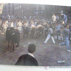 Postales: PAMPLONA - FIESTAS DE SAN FERMIN - EL ENCIERRO DE LOS TOROS. Lote 17917994