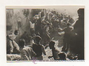 PAMPLONA. ENCIERRO DE SAN FERMÍN. 7 JULIO 1945. TAPÓN EN LA ENTRADA A LA PLAZA. (Postales - España - Navarra Antigua (hasta 1.939))