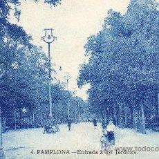 Postales: PAMPLONA - ENTRADA A LOS JARDINES CON PUBLICIDAD ANIS . Lote 27172339
