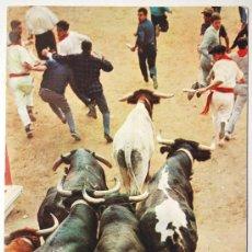 Postales: NAVARRA. PAMPLONA. ENCIERRO DE LOS TOROS.. Lote 26910275