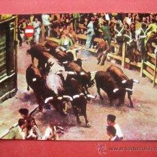 Postales: PAMPLONA. NAVARRA. EL ENCIERRO DE LOS TOROS. Lote 29316130