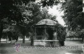 TUDELA (NAVARRA).- PASEO GENERALÍSIMO Y KIOSKO.- EDICIONES SICILIA Nº 21. FOTOGRÁFICA.- (Postales - España - Navarra Moderna (desde 1.940))