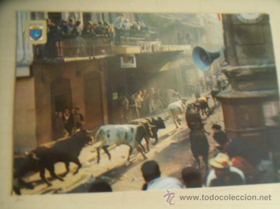 PAMPLONA. FIESTAS DE SAN FERMÍN. EL ENCIERRO. SIN CIRCULAR. ENVÍO INCLUIDO. (Postales - España - Navarra Moderna (desde 1.940))