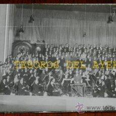 Postales: ANTIGUA FOTO POSTAL DE PAMPLONA - EL ORFEON DE PAMPLONA, DURANTE UNA ACTUACION EL TEATRO GAYARRE, AÑ. Lote 34435227