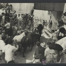 Postales: PAMPLONA- SAN FERMIN - 65 - ENTRADA AL CALLEJON - FOT. CHAPESTRO - (12.424). Lote 35295887