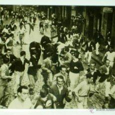 Postales: FOTO POSTAL PAMPLONA ENCIERRO TOROS SANFERMINES Nº 11 FOTO RUPÉREZ SIN CIRCULAR AÑOS 40 - 50. Lote 39818106