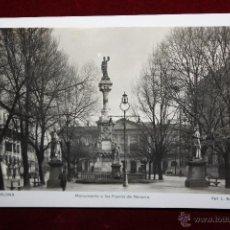 Postales: ANTIGUA FOTO POSTAL DE PAMPLONA. MONUMENTO A LOS FUEROS DE NAVARRA. FOT. L. ROISIN. CIRCULADA. Lote 45236953