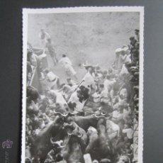 Postales: FOTO POSTAL PAMPLONA. ENCIERROS DE SAN FERMIN.. Lote 45592579