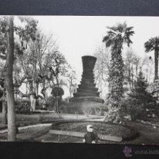 Postales: ANTIGUA FOTO POSTAL DE PAMPLONA. JARDINES DE LA TACONERA. CIRCULADA. Lote 45938167