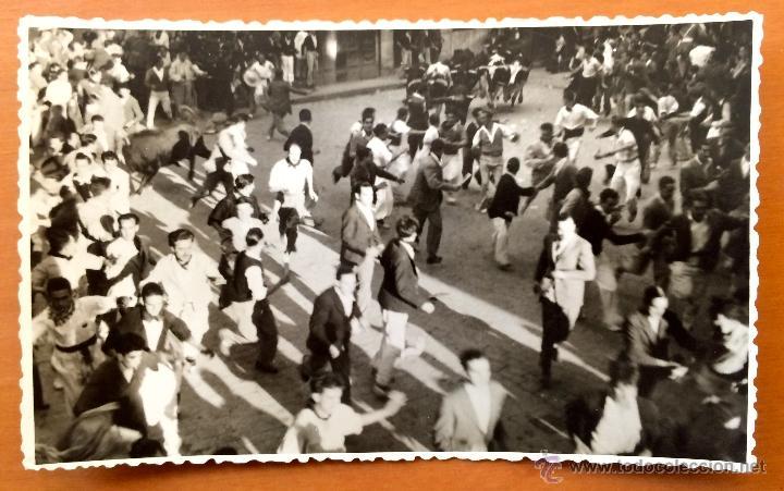 POSTAL FOTOGRAFICA DE LOS SANFERMINES DE PAMPLONA AÑOS 1950´S FOTOGRAFÍA RUPEREZ (Postales - España - Navarra Moderna (desde 1.940))