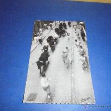 Postales: TOROS - PAMPLONA 162 SAN FERMINES ENCIERRO ,LOS TOROS POR EL PRIMER TRAMO CALLE ESTAFETA ,CHAPRESTO . Lote 46285227