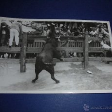 Postales: TOROS - PAMPLONA ENCIERROS POSTAL FOTOGRAFICA J. GALLE FOTGR. PAMPLONA 14X9 CM. AÑOS 50/60 . Lote 46296515