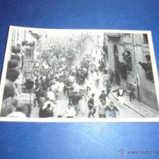 Postales: TOROS - PAMPLONA ENCIERROS POSTAL FOTOGRAFICA J. GALLE FOTGR. PAMPLONA 14X9 CM. AÑOS 50/60 . Lote 46296543