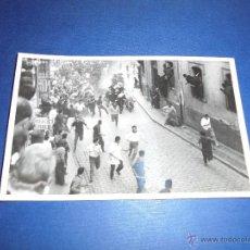 Postales: TOROS - PAMPLONA ENCIERROS POSTAL FOTOGRAFICA J. GALLE FOTGR. PAMPLONA 14X9 CM. AÑOS 50/60 . Lote 46296565