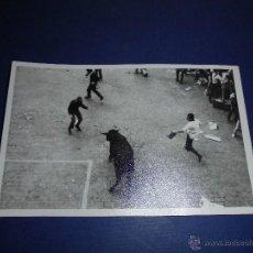 Postales: TOROS - PAMPLONA ENCIERROS POSTAL FOTOGRAFICA J. GALLE FOTGR. PAMPLONA 14X9 CM. AÑOS 50/60 . Lote 46296675