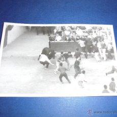 Postales: TOROS - PAMPLONA ENCIERROS POSTAL FOTOGRAFICA J. GALLE FOTGR. PAMPLONA 14X9 CM. AÑOS 50/60 . Lote 46296717