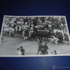 Postales: TOROS - PAMPLONA ENCIERROS POSTAL FOTOGRAFICA J. GALLE FOTGR. PAMPLONA 14X9 CM. AÑOS 50/60 . Lote 46296761