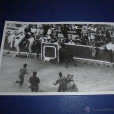Postales: TOROS - PAMPLONA ENCIERROS POSTAL FOTOGRAFICA J. GALLE FOTGR. PAMPLONA 14X9 CM. AÑOS 50/60 . Lote 46296782