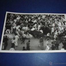 Postales: TOROS - PAMPLONA ENCIERROS POSTAL FOTOGRAFICA J. GALLE FOTGR. PAMPLONA 14X9 CM. AÑOS 50/60 . Lote 46296801