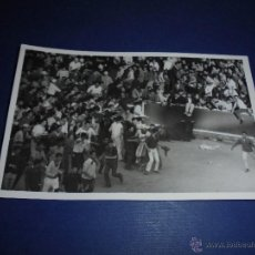 Postales: TOROS - PAMPLONA ENCIERROS POSTAL FOTOGRAFICA J. GALLE FOTGR. PAMPLONA 14X9 CM. AÑOS 50/60 . Lote 46296825