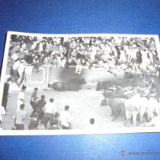 Postales: TOROS - PAMPLONA ENCIERROS POSTAL FOTOGRAFICA J. GALLE FOTGR. PAMPLONA 14X9 CM. AÑOS 50/60 . Lote 46296869