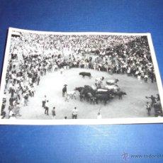 Postales: TOROS - PAMPLONA ENCIERROS POSTAL FOTOGRAFICA J. GALLE FOTGR. PAMPLONA 14X9 CM. AÑOS 50/60 . Lote 46296888