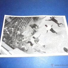 Postales: TOROS - PAMPLONA ENCIERROS POSTAL FOTOGRAFICA J. GALLE FOTGR. PAMPLONA 14X9 CM. AÑOS 50/60 . Lote 46297426