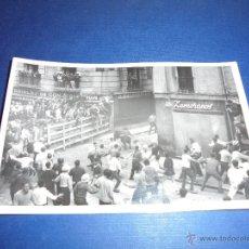 Postales: TOROS - PAMPLONA ENCIERROS POSTAL FOTOGRAFICA J. GALLE FOTGR. PAMPLONA 14X9 CM. AÑOS 50/60 . Lote 46297497