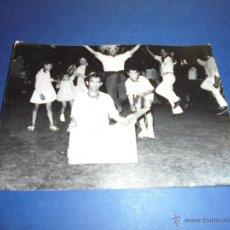 Postales: TOROS - PAMPLONA ,ENCIERROS SAN FERMIN POSTAL FOTOGRAFICA FOTO GOMEZ 15X10 CM. AÑOS 60 . Lote 46297634