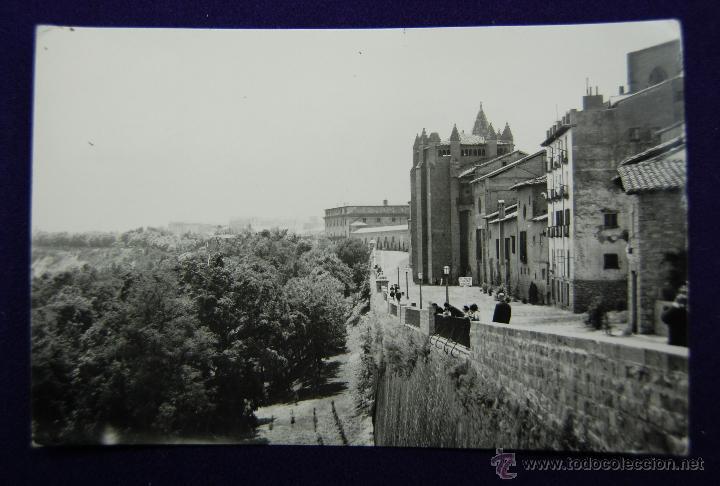 POSTAL DE PAMPLONA (NAVARRA). Nº26 PASEO DE LA CATEDRAL. EDIC. PARIS (ZARAGOZA). AÑOS 50 (Postales - España - Navarra Moderna (desde 1.940))