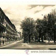 Postales: PAMPLONA PASEO SARASATE. ED. ARRIBAS 207. CIRCULADA. Lote 48300684