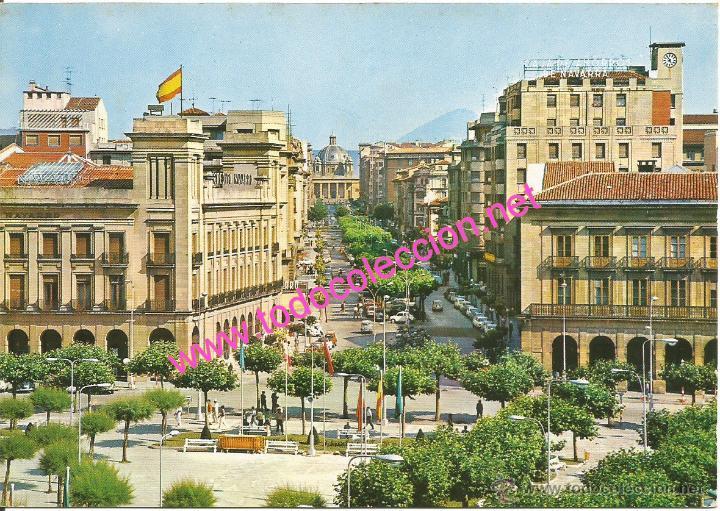 PAMPLONA - PLAZA DEL CASTILLO Y AVENIDA DE CARLOS III (POSTAL SIN CIRCULAR) AÑO 1968 (Postales - España - Navarra Moderna (desde 1.940))